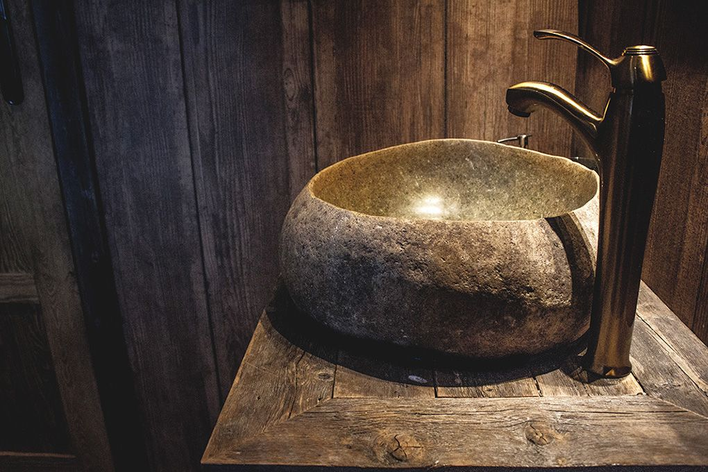 Lapland Sleddog Adventures Guest Lodge - A gorgeous stone sink