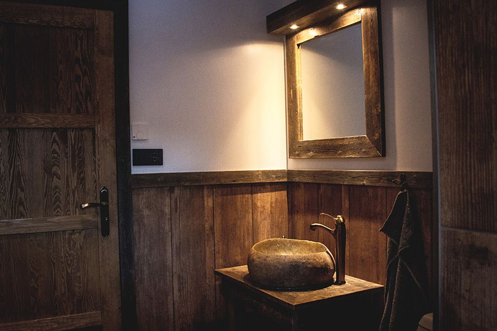 Lapland Sleddog Adventures Guest Lodge - view of the bathroom sink