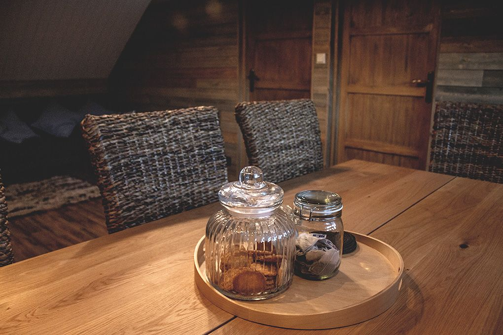 Lapland Sleddog Adventures Guest Lodge - A comfortable place to eat at the dinning table