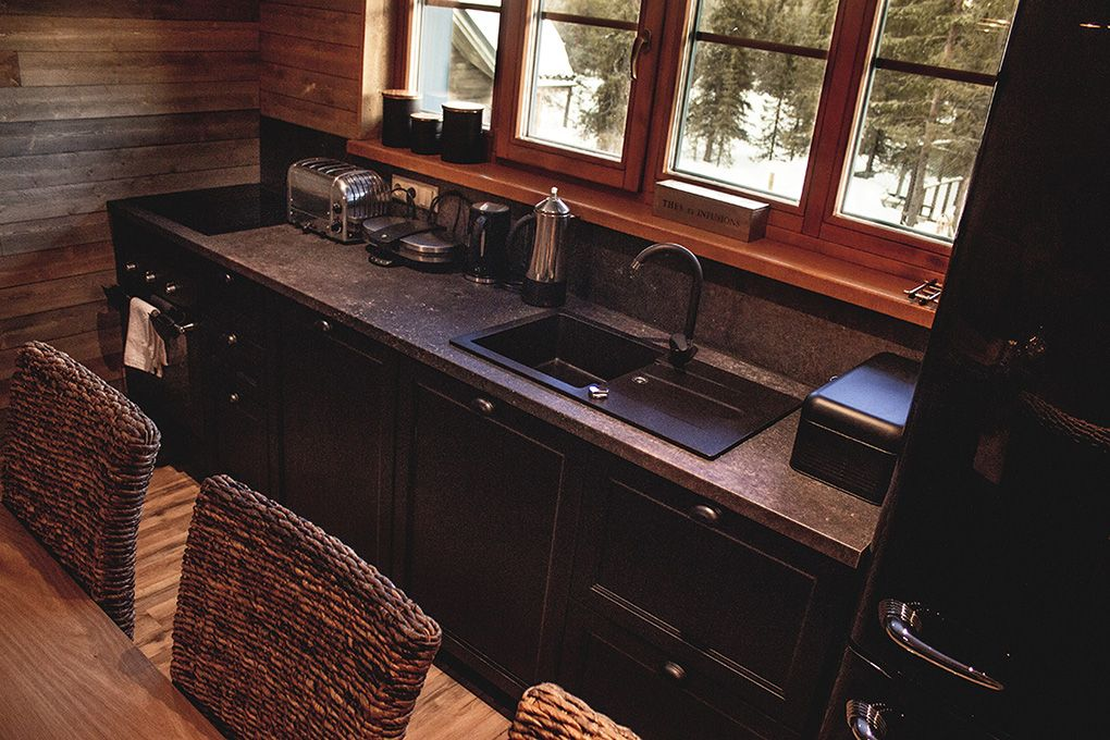 Lapland Sleddog Adventures Guest Lodge - A fully equipped kitchen